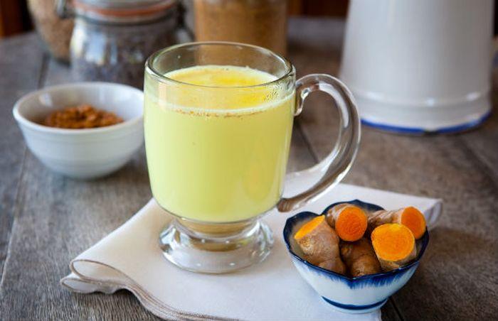 Remedii naturiste pentru tuse - lapte turmeric